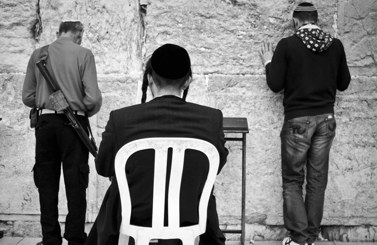1_paineldeentrada_ Estado de tranquilidade vigiada - Jerusalem_menores_Marcos Muniz