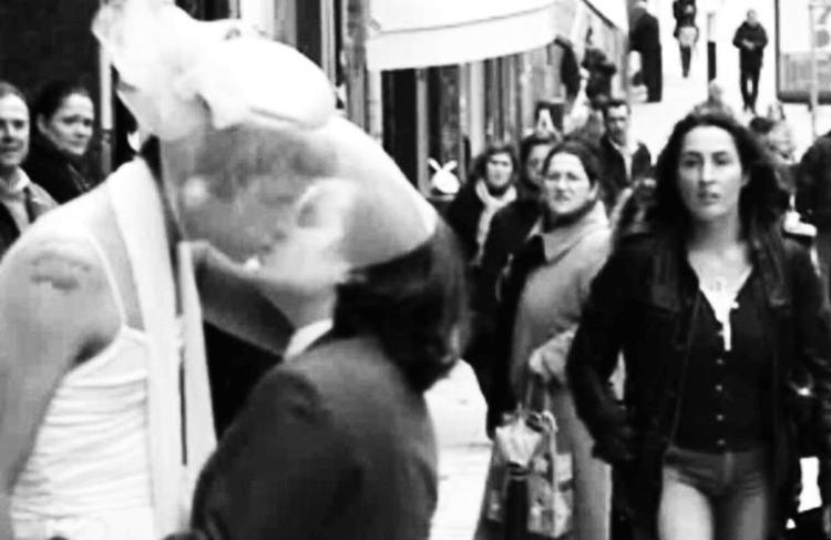 Tales Frey (Cia.Excessos). -O Outro Beijo no Asfalto-, 2009. Porto, Portugal. tif