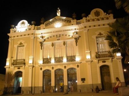 Teatro_Alberto_Maranhão_a_noite