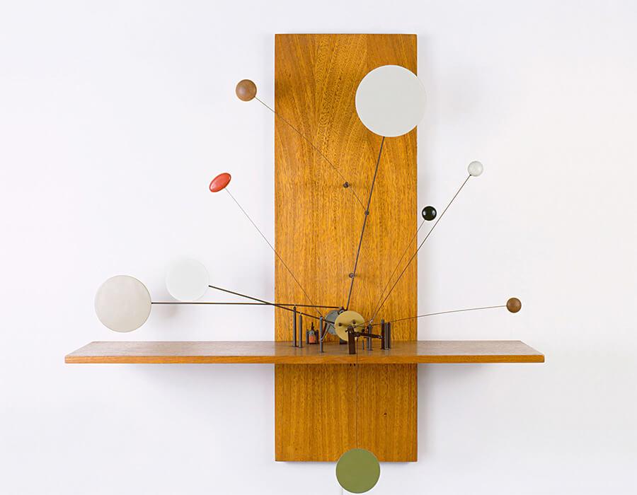 Objeto Cinético (1986) de Abraham Palatnik. Tinta industrial, madeira, fórmica, metal e motor | Coleção Museu de Arte Moderna de São Paulo (Masp), Fundo para aquisição de obras para o acervo MAM-SP - Pirelli