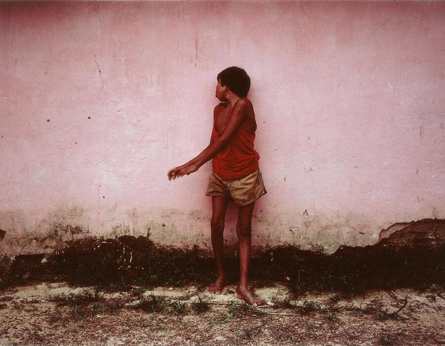 Miguel Rio Branco. Amaú, Aldeia Gorotire [Gorotire Village], 1983.