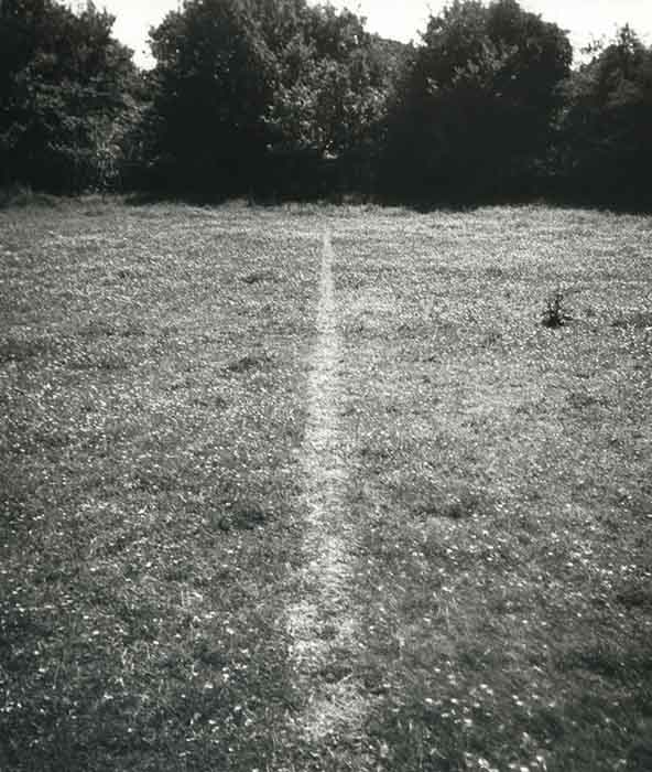 arte conceitual; Richard Long. A Line Made by Walking (1967)