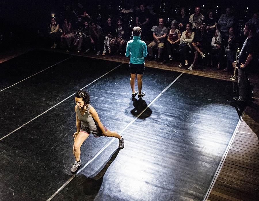 Conheça Cláudia Müller e a sua dança contemporânea no SESC