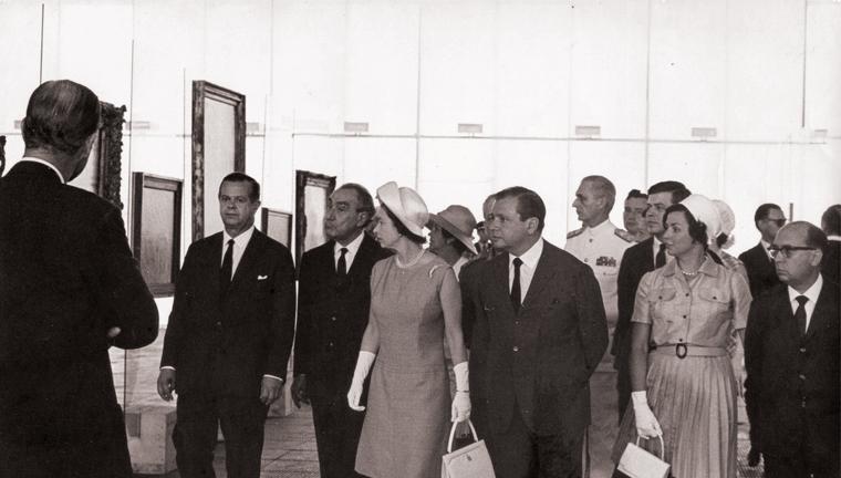 Elizabeth II em visita ao MASP