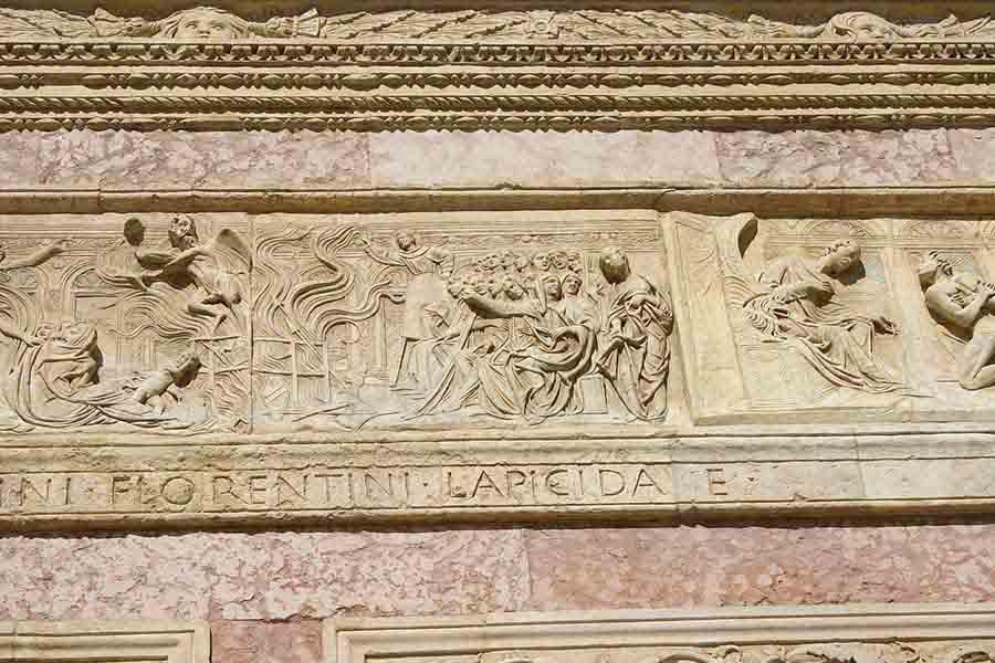 Perugia_-_San_Bernardino_-_Agostino_di_Duccio_-1457-61-_-_Falò_delle_vanità_-_Foto_G._DallO2