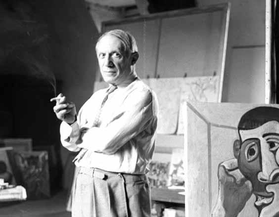 Picasso ao lado de um quadro