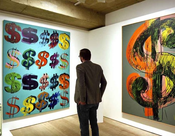Dollar Signs', 1981, de Andy Warhol (Photo by Mary Turner/Getty Images)