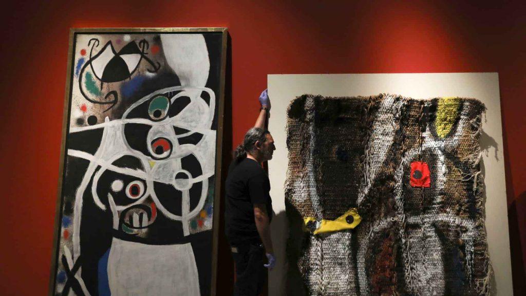 Uma pintura e uma colagem de Joan Miró