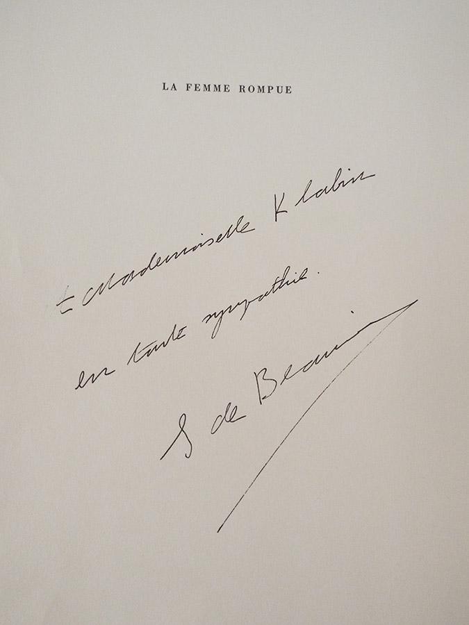 Livro de Simone de Beauvoir tem dedicatória para Ema Klabin. Foto divulgação.