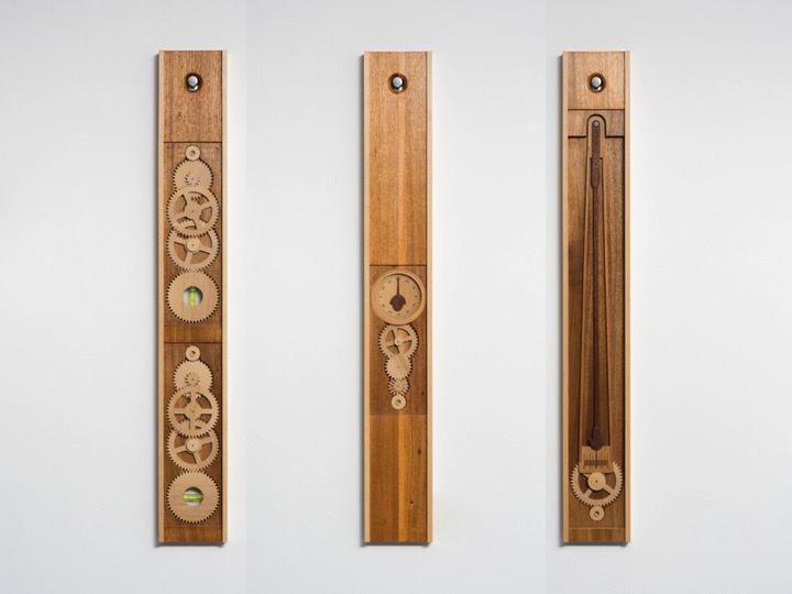 PAULO NENFLIDIO Instrumentos para medir o Horizonte (conjunto de 3), 2018