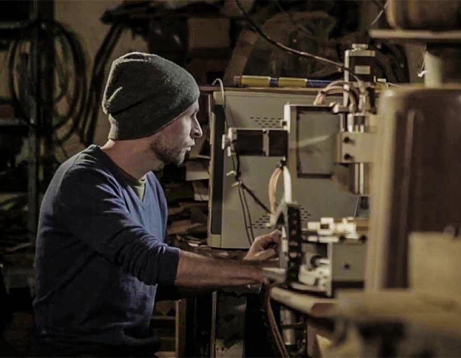 Paulo Nenflidio, o artista que esculpe o invisível