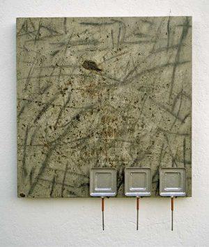 Limítrofes 03, 2001 Carvão, grafite, chás, resina acrílica, alumínio,estanho, cobre, etc (86 x 70 x 7 cm)