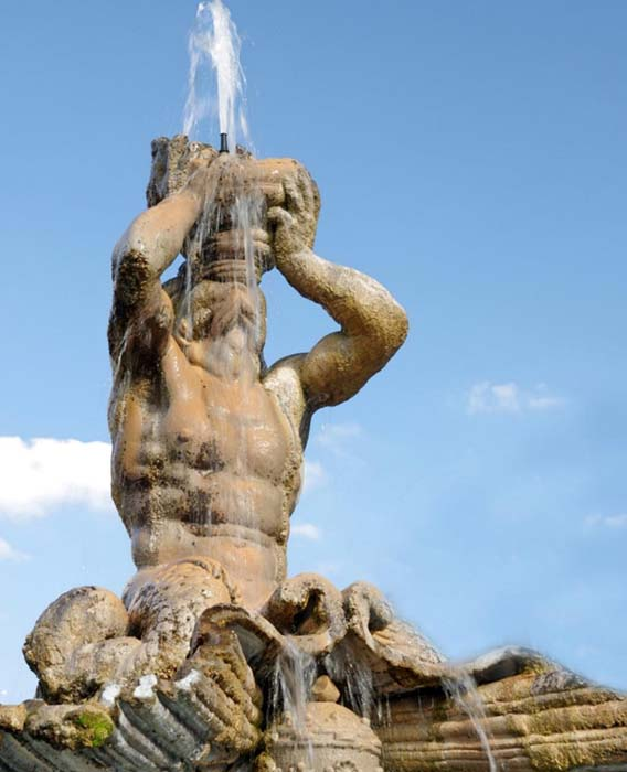 Gian Lorenzo BERNINI (1598-1680) Fontana del Tritoni, 1643. Mármore travertino. Piazza Barberini, Roma, Itália.