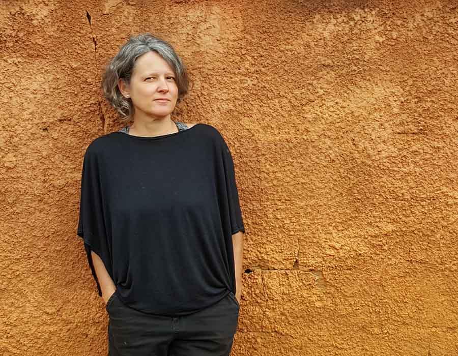 Denise Adams e a reflexão sobre os territórios da imagem