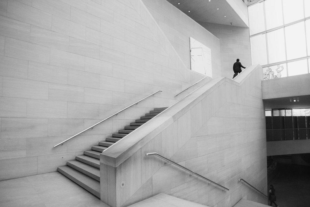 museum em preto e branco