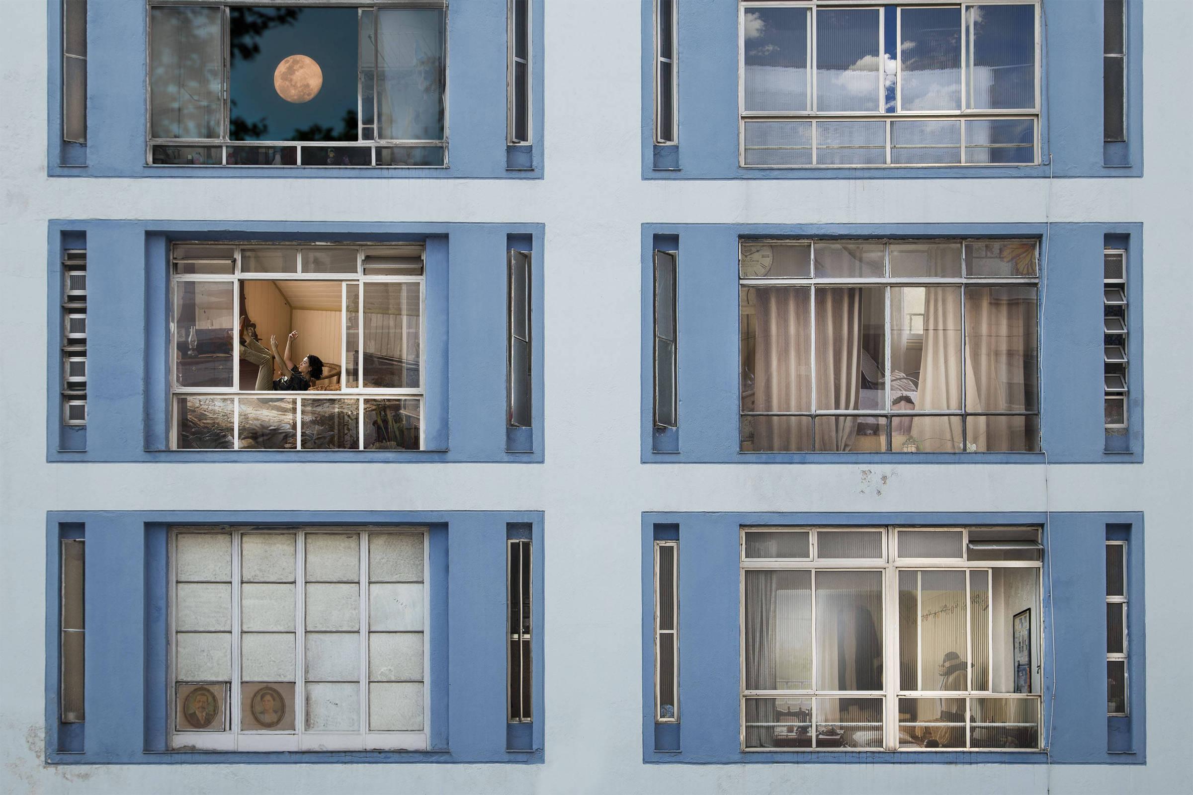 Alusiva ao Janeiro Branco, Galeria Meiuca  estreia exposição Sociedade de Vidro