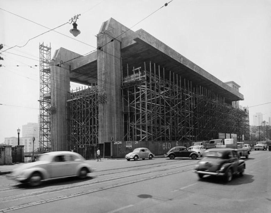 Construção do MASP (1966). Créditos- Peter Scheier : Acervo Instituto Moreira Salles