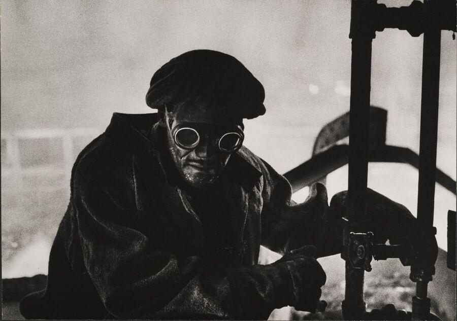 Trabalhador de siderúrgica. Pittsburgh, EUA - W. Eugene Smith, 1955