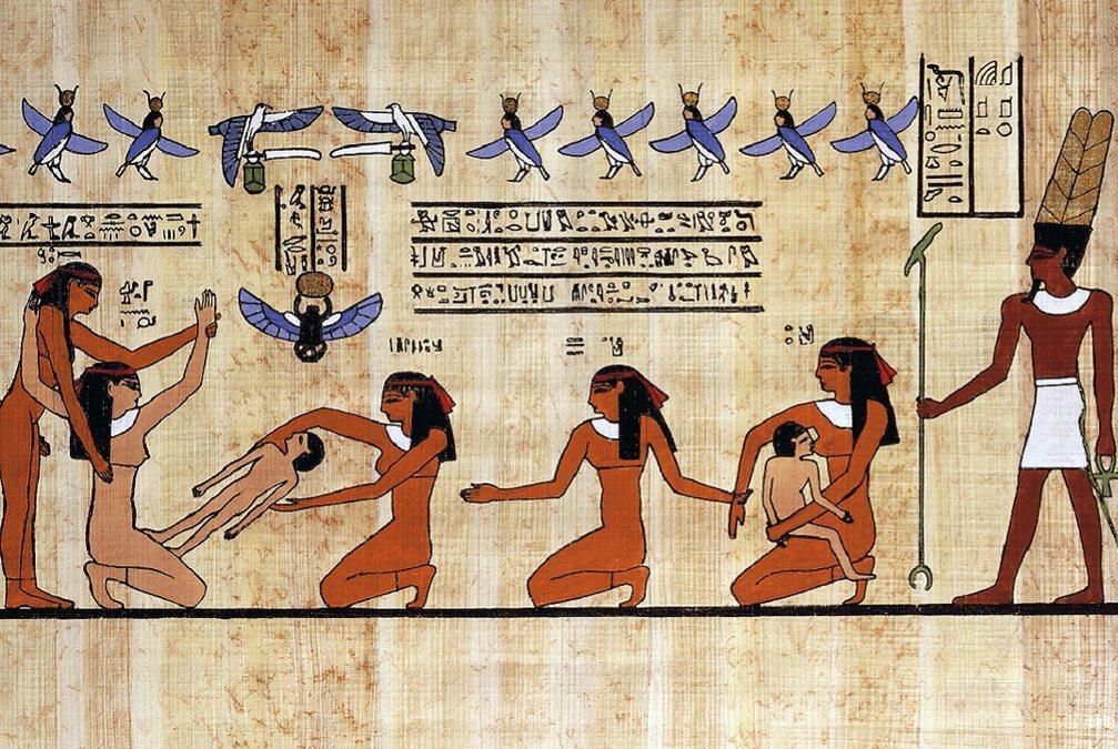 medicina no Egito Antigo; Cena do parto em que uma mãe é ajudada por suas criadas e parteira (papiro reconstruído de uma pintura tebana da dinastia XIX) - Getty Images